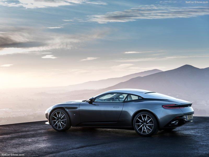 Aston_Martin-DB11_2017_800x600_wallpaper_0d