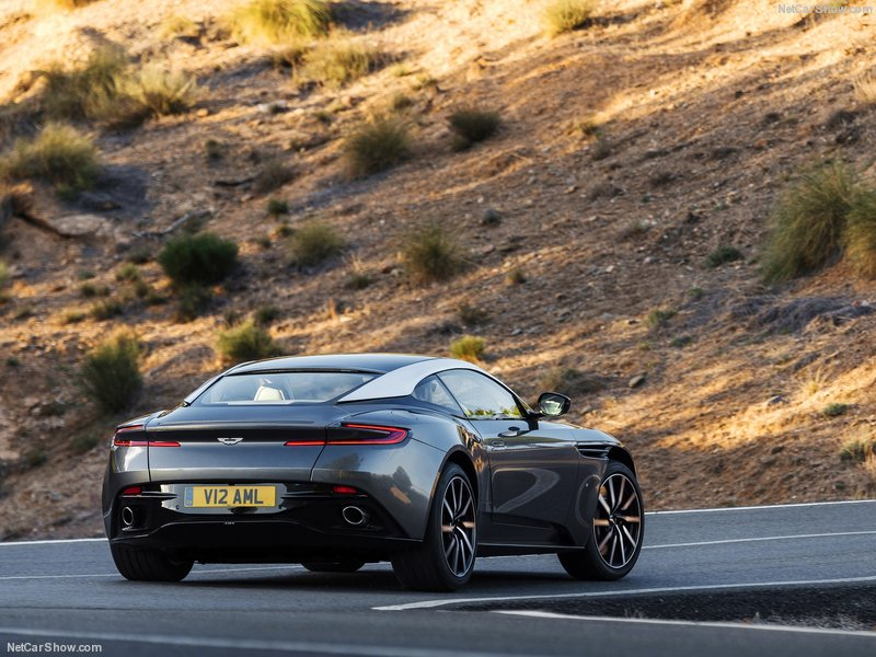 Aston_Martin-DB11_2017_800x600_wallpaper_0f