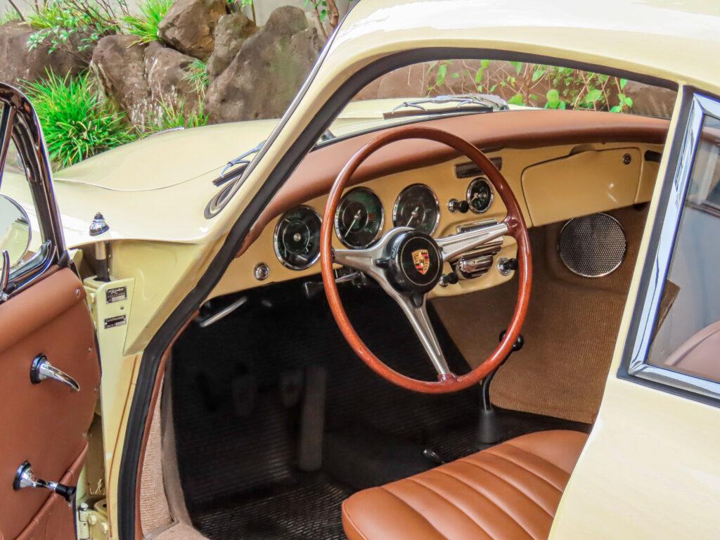 ポルシェ 356 C シャンパンイエロー_インテリア